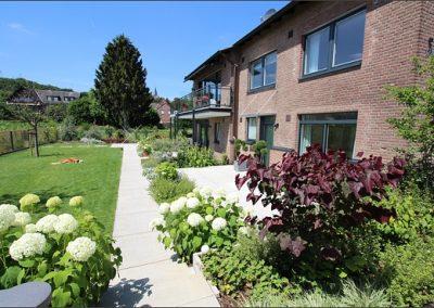 Zugang zu den Gartenappartments